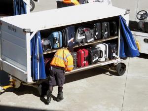 Poškodovan kovček