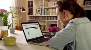 EK: Potrošniki se pri spletnem nakupovanju pogosto srečujejo z nejasnimi informacijami o cenah in popustih