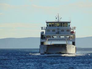 Ladijski prevoznik potniku ponudil dobropis zaradi poškodb na avtodomu