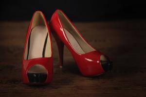 Potrošnica naročila dva para čevljev, prejela pa le enega