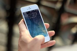 Evropski parlament: v prihodnje nižje cene, višja hitrost in boljša varnost za uporabnike pametnih telefonov