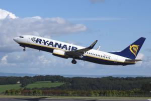Ryanair do konca marca 2018 odpovedal že 18.000 letov. Kakšne pravice imajo potniki?