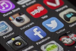 Predlogi Googla za spoštovanje pravil EU o varstvo potrošnikov v skladu z zahtevami, predlogi Facebooka in Twitterja še ne