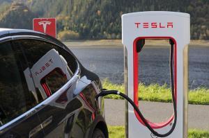 Nakup vozila Tesla v Avstriji: vračilo DDV-ja, plačanega ob nakupu